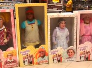 Anões disfarçam-se de bonecos e assustam clientes numa loja de brinquedos